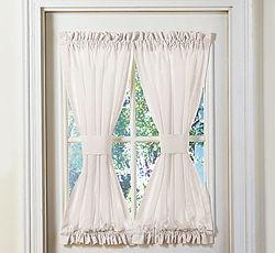 Los visillos son paneles de cortina que se sujetan por la parte