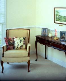 c mo integrar muebles antiguos en una decoraci n actual
