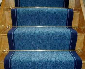 Ventajas de alfombrar las escaleras alfombras decora for Escaleras con alfombra