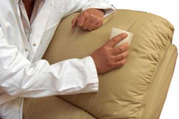 Como limpiar muebles de semicuero medidas de cajones de for Como limpiar asientos de cuero