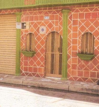 Ventajas del uso de cer mica en las paredes exteriores de for Decoracion de paredes exteriores