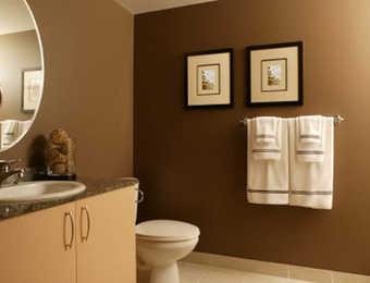 El marr n en la decoraci n muebles decora ilumina - Como pintar una pared ya pintada ...