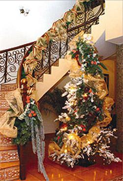 Adornos navide os para decorar las escaleras navidad for Adornos navidenos para balcones