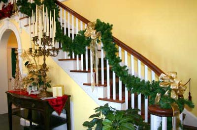 christmas-wreath-stair.jpg
