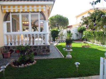 C mo decorar un jard n interior jardin decora ilumina - Como adornar un jardin ...