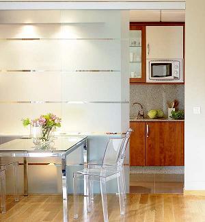 El perfil de los paneles son por lo general en madera o aluminio , los