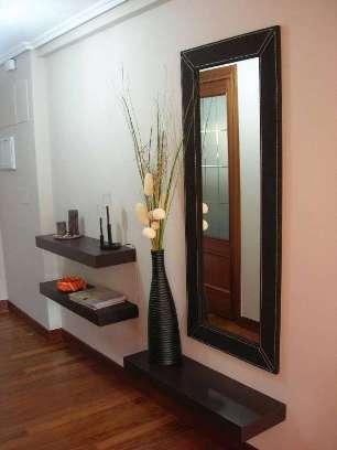 C mo tener un bonito recibidor en casa sala decora ilumina for Espejos para entrada modernos