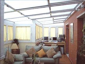 Terraza decora ilumina for Jardines pequenos techados
