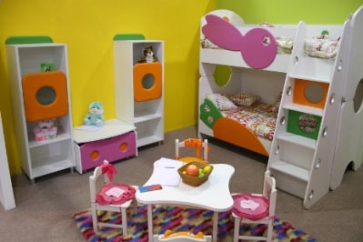 mesas para el cuarto de los ni os dormitorio decora. Black Bedroom Furniture Sets. Home Design Ideas