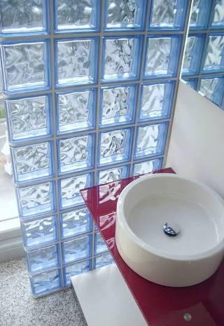 Paredes de vidrio en el ba o ba o decora ilumina - Banos con paredes de cristal ...
