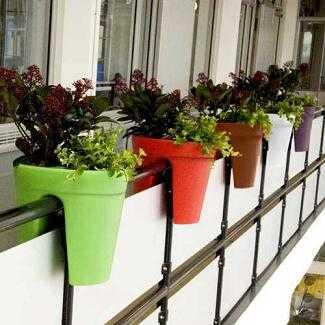 Originales macetas para tu terraza terraza decora ilumina - Maceteros colgantes para balcones ...