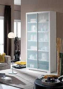 Los m ltiples usos de una vitrina muebles decora ilumina for Vitrinas modernas para salon