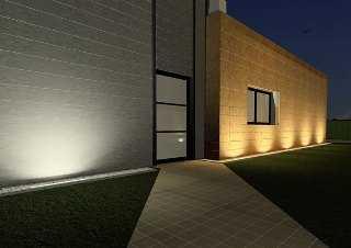C mo iluminar la fachada de tu casa tendencias decora - Como iluminar una casa ...