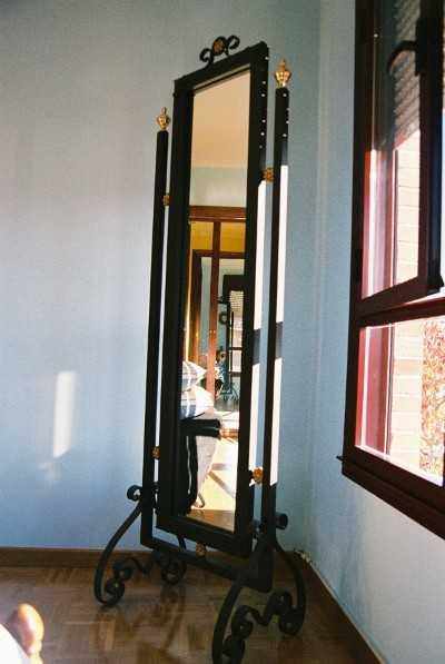 Diferentes modelos de espejos para decorar tu hogar for Espejos enteros para habitaciones