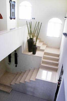Decoraci n en los descansos de las escaleras sala for Escalera de hormigon con descanso