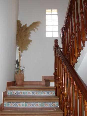 Decoraci n en los descansos de las escaleras sala for Decoracion de escaleras