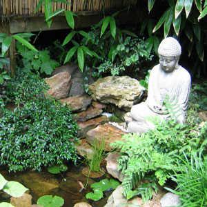 C mo elegir la correcta escultura para el jard n de casa for Banderas decorativas para el jardin