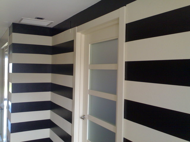 Consejos en decoraci n para ampliar los pasillos estrechos - Papel pintado en gotele ...