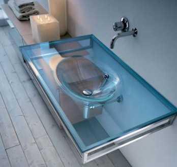 Un ba o con lavabo de cristal ba o decora ilumina for Lavabos de cristal