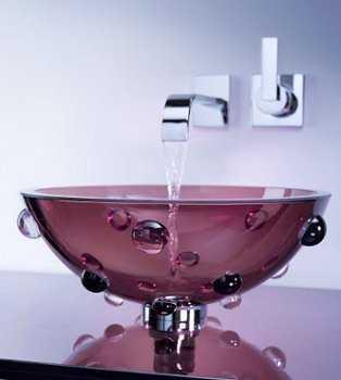 Un ba o con lavabo de cristal ba o decora ilumina - Lavabos de cristal de colores ...