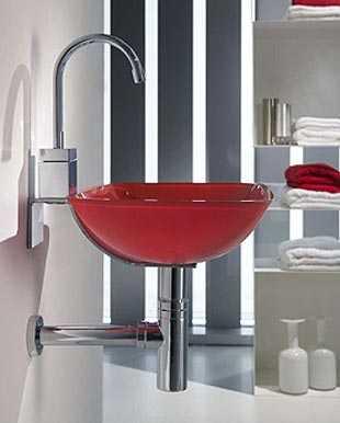 Lavabo Rojo Cristal.Un Bano Con Lavabo De Cristal Bano Decora Ilumina
