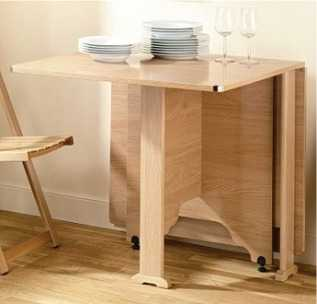 La versatilidad de las mesas plegables muebles decora for Mesa con sillas dentro
