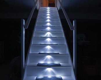 Iluminaci n decorativa para las escaleras tendencias for Apliques de led para escaleras
