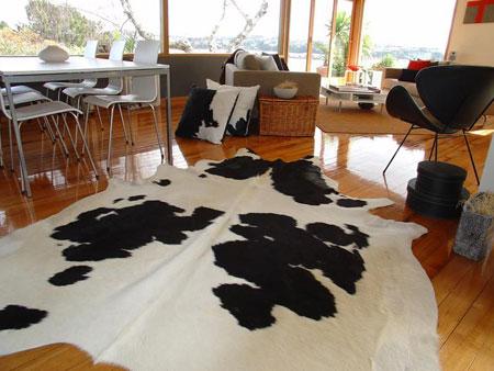 Decoraci n con alfombras de piel de vaca puraspain - Alfombras comedor amazon ...