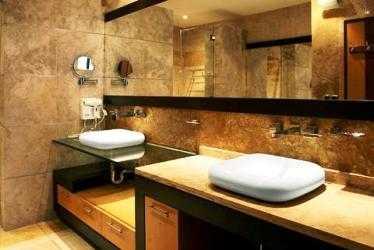 Ba os peque os on pinterest modern bathrooms sobriety for Banos con piedra natural
