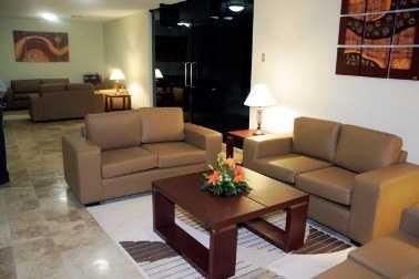 Consejos para colocar los muebles en casa muebles decora ilumina - Carcoma en los muebles ...