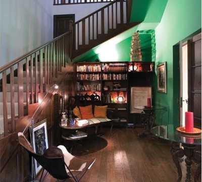 Aprovechando el espacio bajo las escaleras tendencias for Mini bar debajo de escaleras