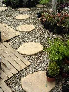 Originales baldosas para el jard n jardin decora ilumina for Baldosas para jardin