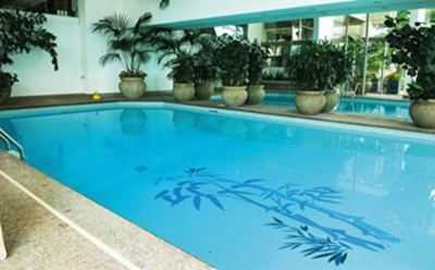 Ideas para decorar la piscina tip del dia decora ilumina for Ideas para decorar piscinas