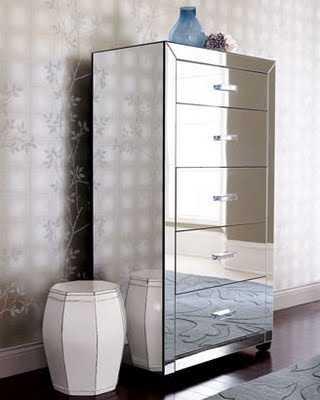 siguiendo con piezas para el dormitorio podemos elegir las mesillas de noche de espejo y mejor an si combinan con madera ya que resultan ms originales