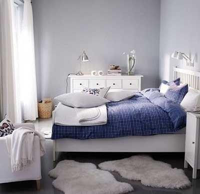 Decoraci n de dormitorio con la colecci n hemnes de ikea for Ikea alfombra azul