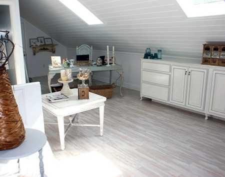 Un dormitorio sal n en una buhardilla vintage decora for Muebles para buhardillas