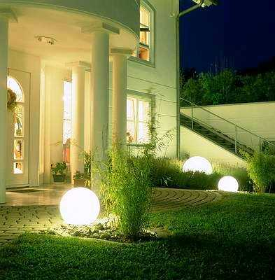 C mo iluminar adecuadamente tu jard n jardin decora for Luces de exterior para jardin