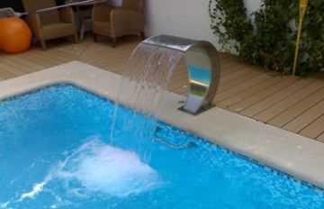 Modelos de cascadas para tu piscina jardin decora ilumina for Piscinas pequenas con cascadas