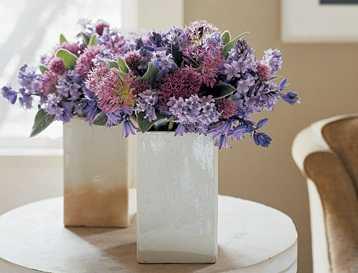 Arreglos primaverales con originales jarrones tip del - Fotos jarrones con flores ...