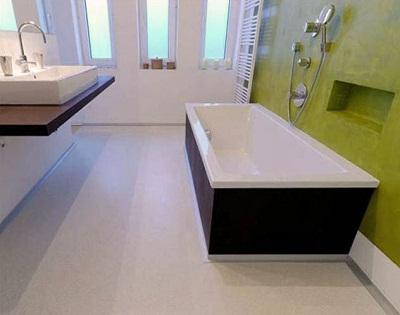 para una decoracin ms clsica el elegir microcemento en beige para suelo y escaleras es el marco perfecto acepta todo color de mueble - Suelos Microcemento