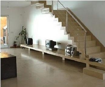 para una decoracin ms clsica el elegir microcemento en beige para suelo y escaleras es el marco perfecto acepta todo color de mueble