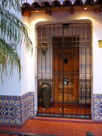 Decora el exterior de tu casa tu fachada es importante for Puertas decorativas para casa