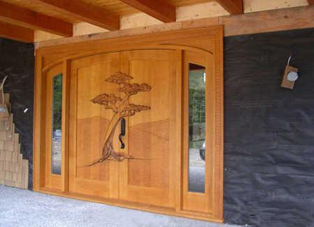 Decora el exterior de tu casa tu fachada es importante for Pintura para puerta de madera exterior