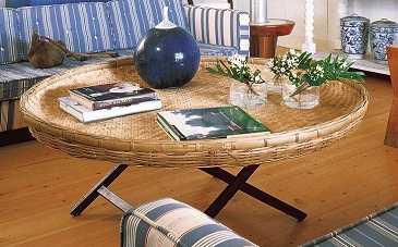 si quieres que la decoracin de tu mesa de centro est completa entonces no dudes en colocar un jarrn con un ramo de flores frescas tambin puedes