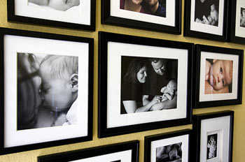 C mo decorar con fotos las paredes de tu casa tip del for Como hacer un cuadro con fotos familiares