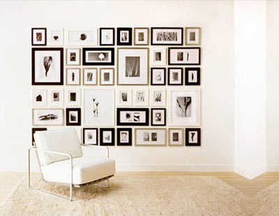 C mo decorar con fotos las paredes de tu casa tip del - Como decorar pared con fotos ...