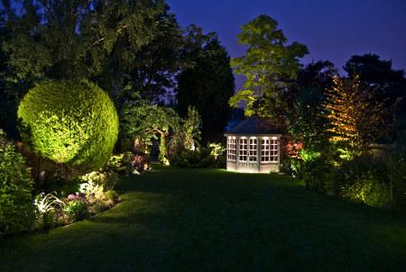 C mo iluminar adecuadamente tu jard n jardin decora - Iluminacion exterior jardin ...