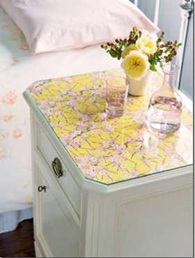 Originales ideas para la mesa de noche de tu habitaci n - Ideas mesitas de noche ...
