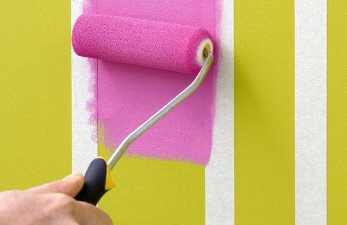 C mo pintar paredes como un profesional 10 consejos - Sofa gris como pintar las paredes ...