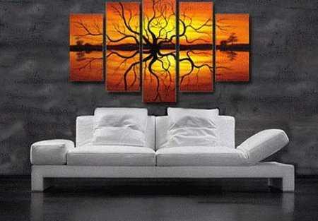 Decoraci n con cuadros adorna las paredes de la sala for Cuadros verticales grandes